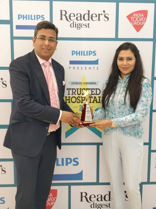 Dr. Tarang Krishna with Dr. Deepika Krishna in Reader's Digest Award Ceremony